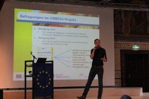 Christoph Pachucki (FHWien der WKW) spricht über die Ergebnisse aus der KonsumentInnenbefragung