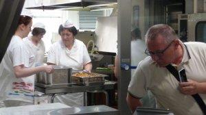 Besichtigung der Schulküche 'Školní jídelna' (3)